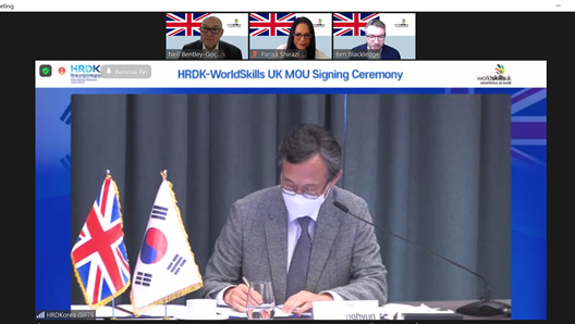Signing of agreement by HRDKorea